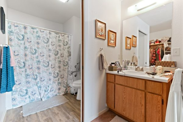 Spartan Manor Senior Apartments for rent in Modesto CA - Bathroom