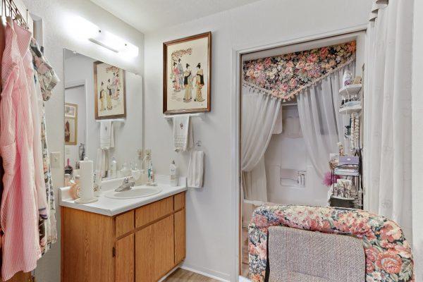 Spartan Manor Senior Apartments in Modesto CA - Bathroom