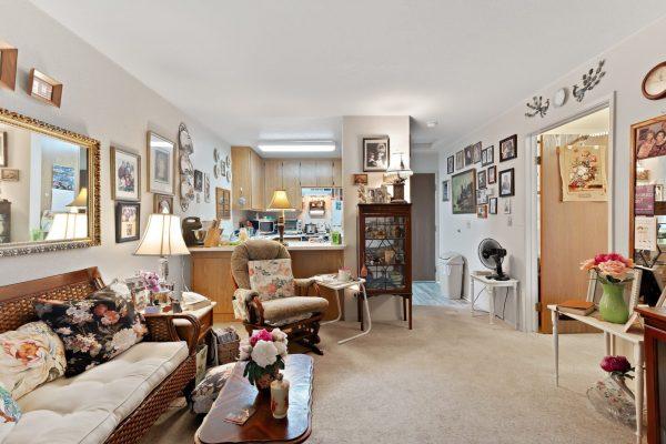 Spartan Manor Senior Apartments in Modesto CA - Living Room