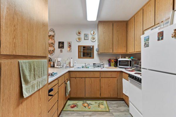 Spartan Manor Senior Apartments in Modesto CA - Kitchen